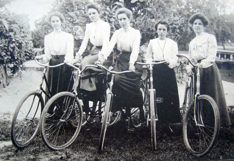 women_bicycle_1901